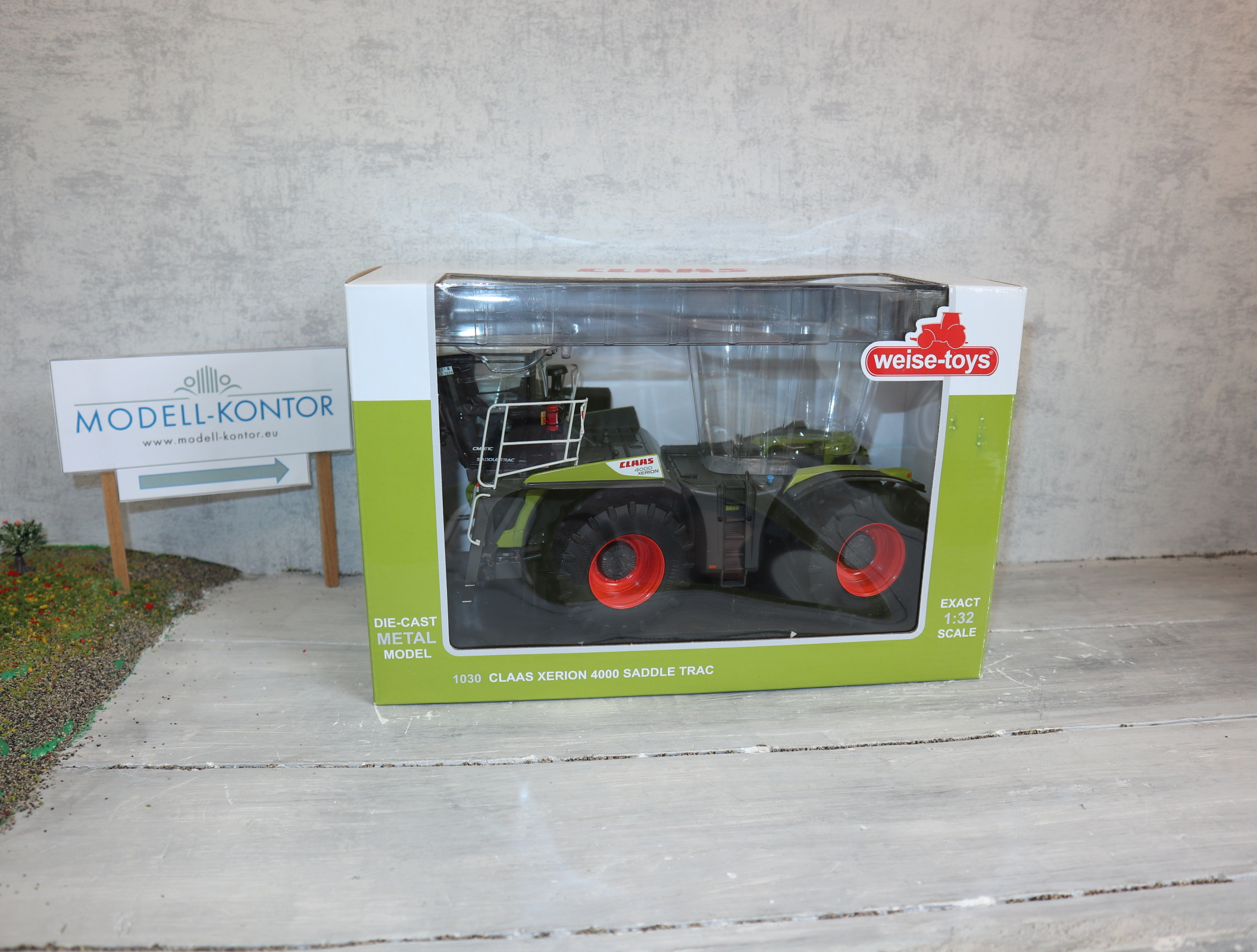 Weise Toys 1030 in 1:32  Claas Xerion 4000 Saddle Trac in OVP
