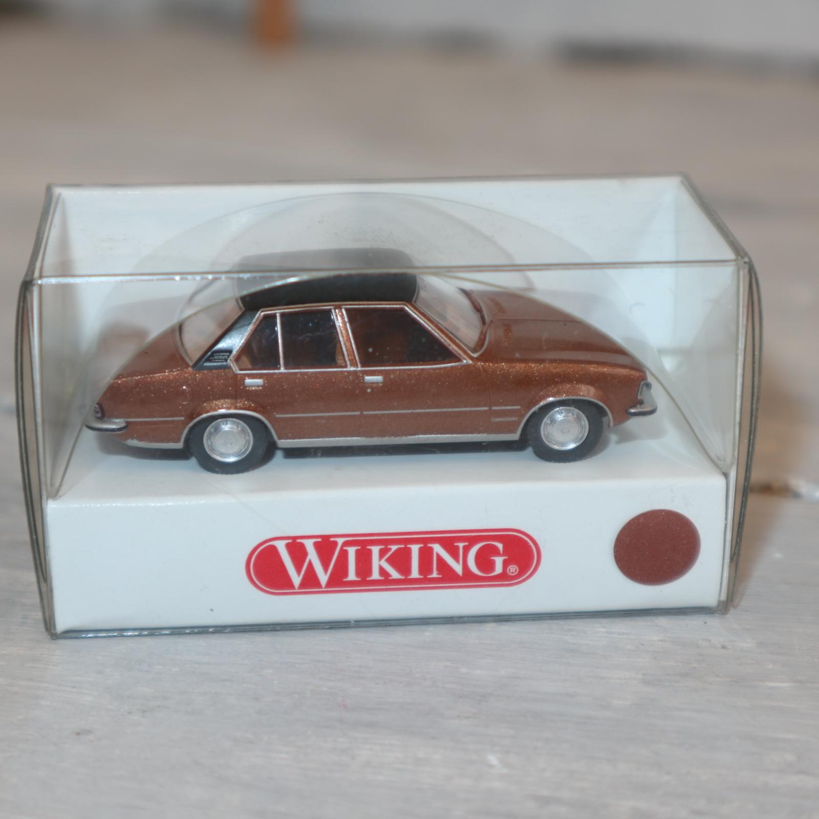 Wiking 07960128 in 1:87 Opel Commodore in goldmetallic mit schwarzem Dach, NEU in OVP