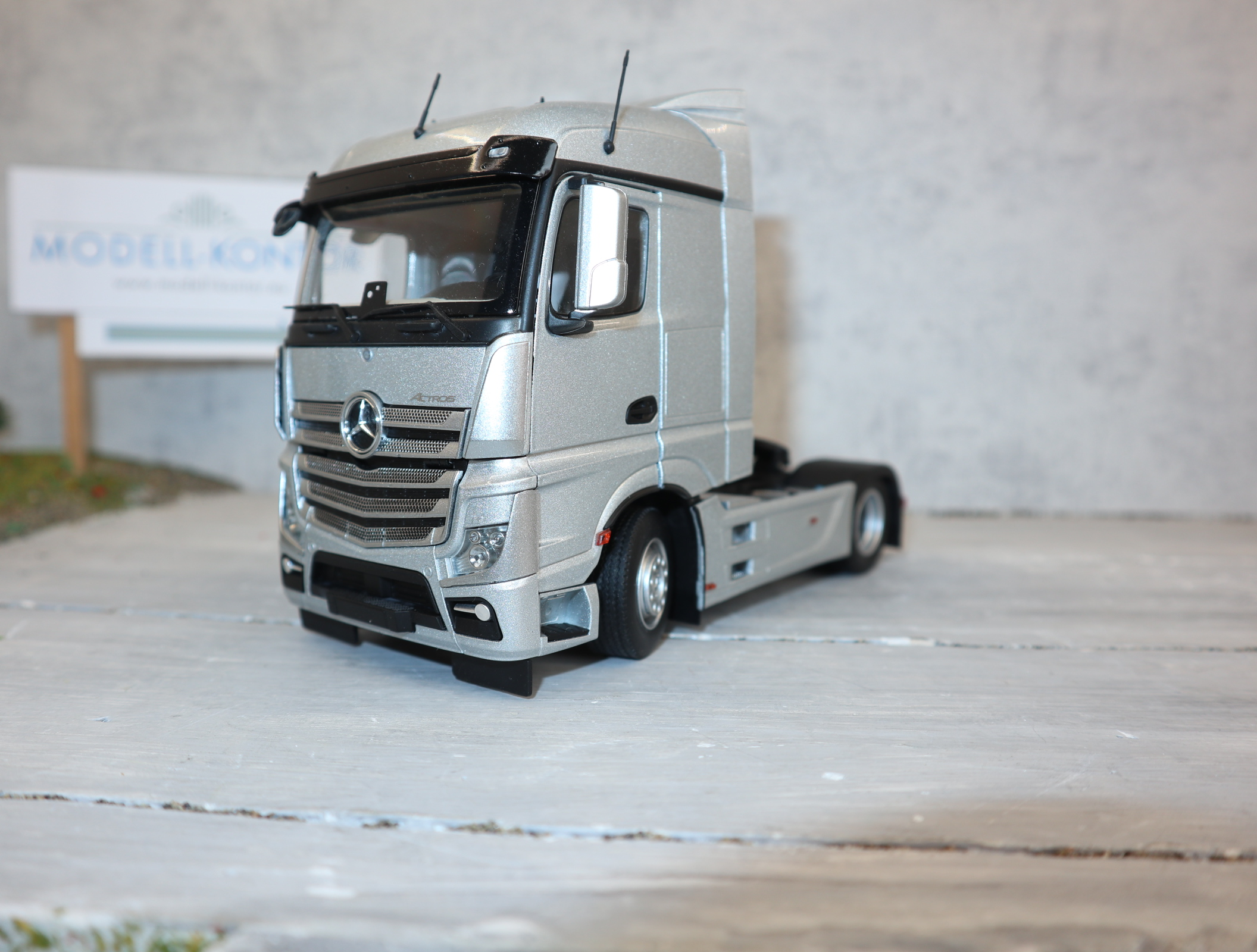 MarGe 1907-03 in 1:32 Mercedes-Benz Actros silber 2-Achser in OVP