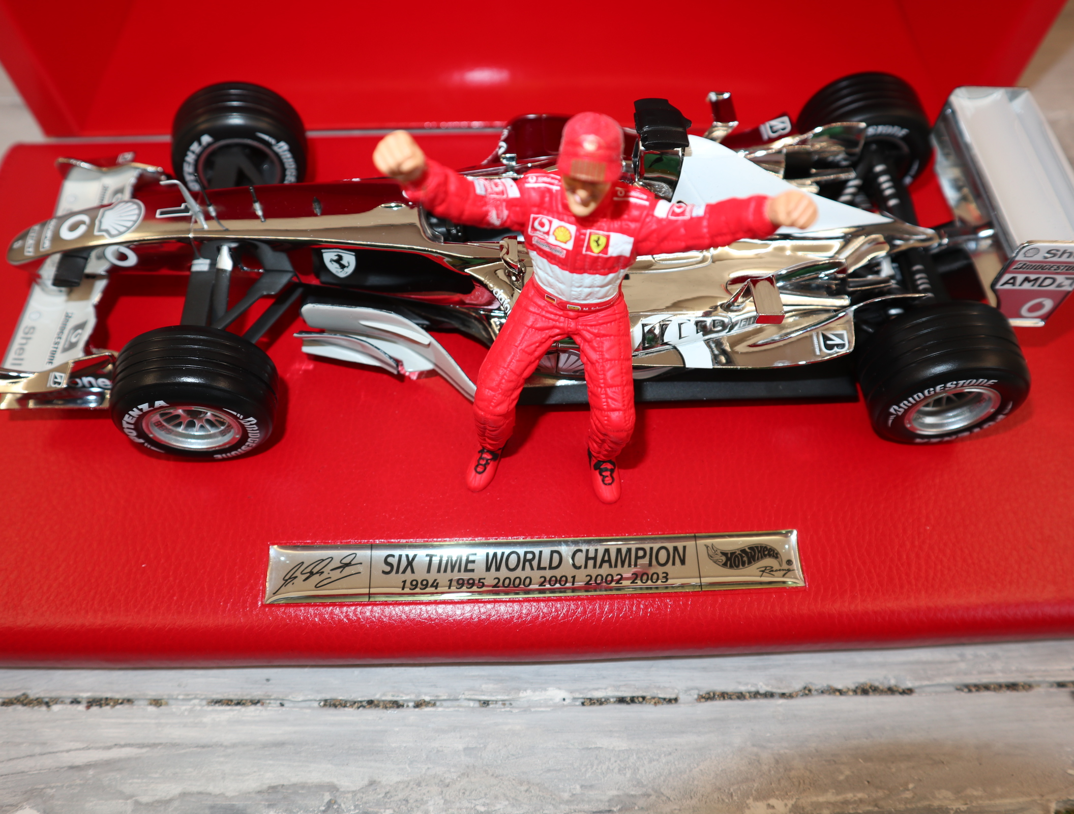 "Hot Wheels C7332 1:18 Michael Schumacher ""6x Champion"" Ferrari in Chrom komplett in OVP"
