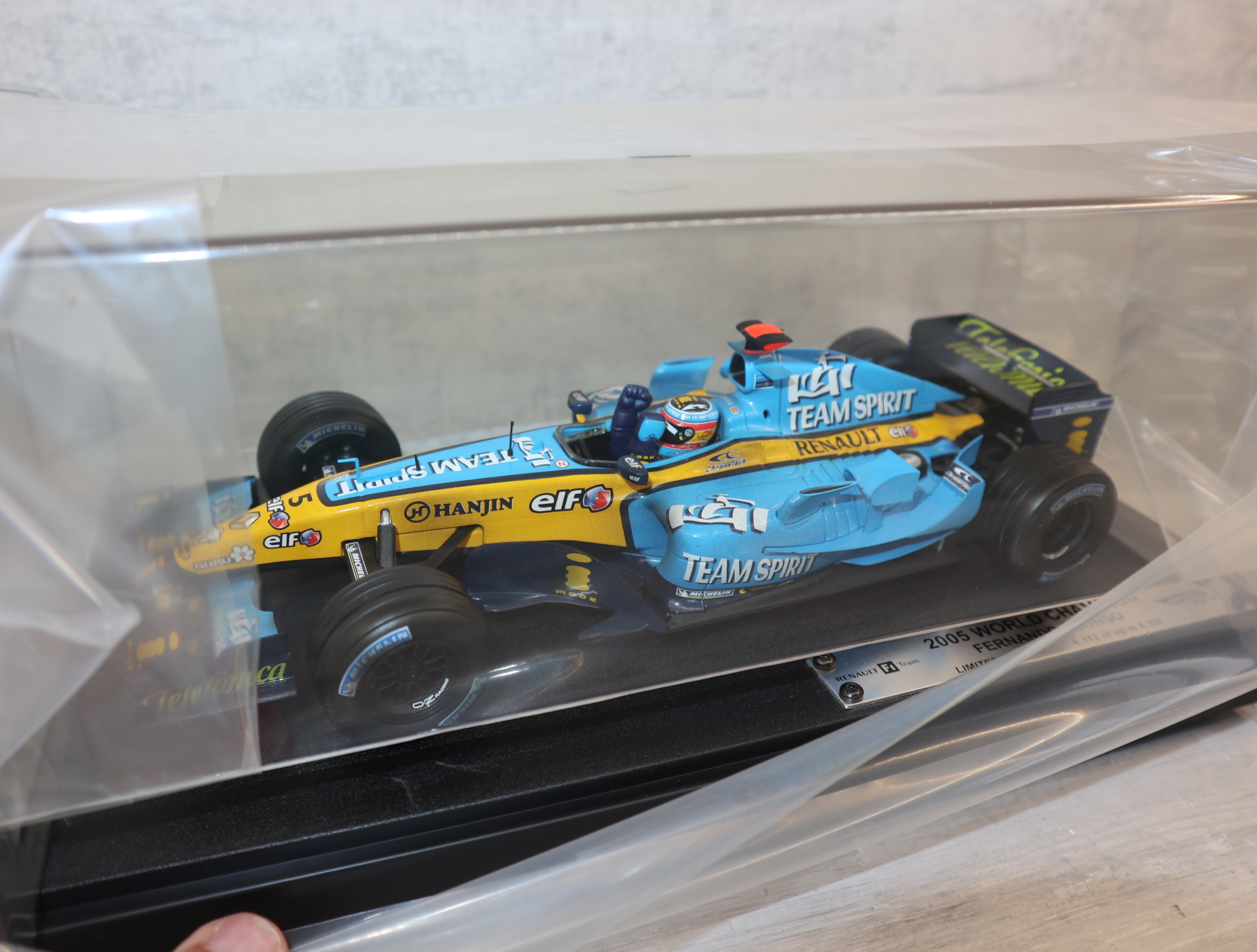 Hot Wheels G9750 1:18 Renault R25 F1 World Champion Fernando Alonso Brazil GP 25.09.2005 komplett in OVP