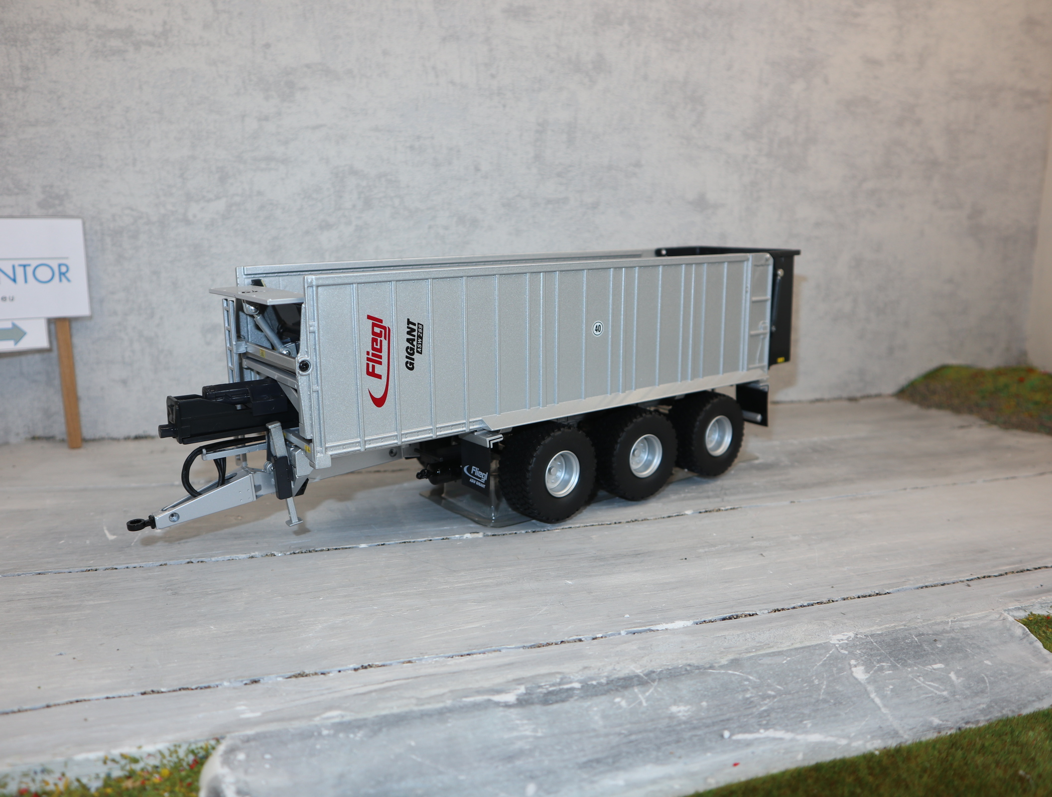 Wiking 077363 1:32 FLIEGL ASW 288 Abschiebewagen als Sondermodell zur Agritechnica 2011
