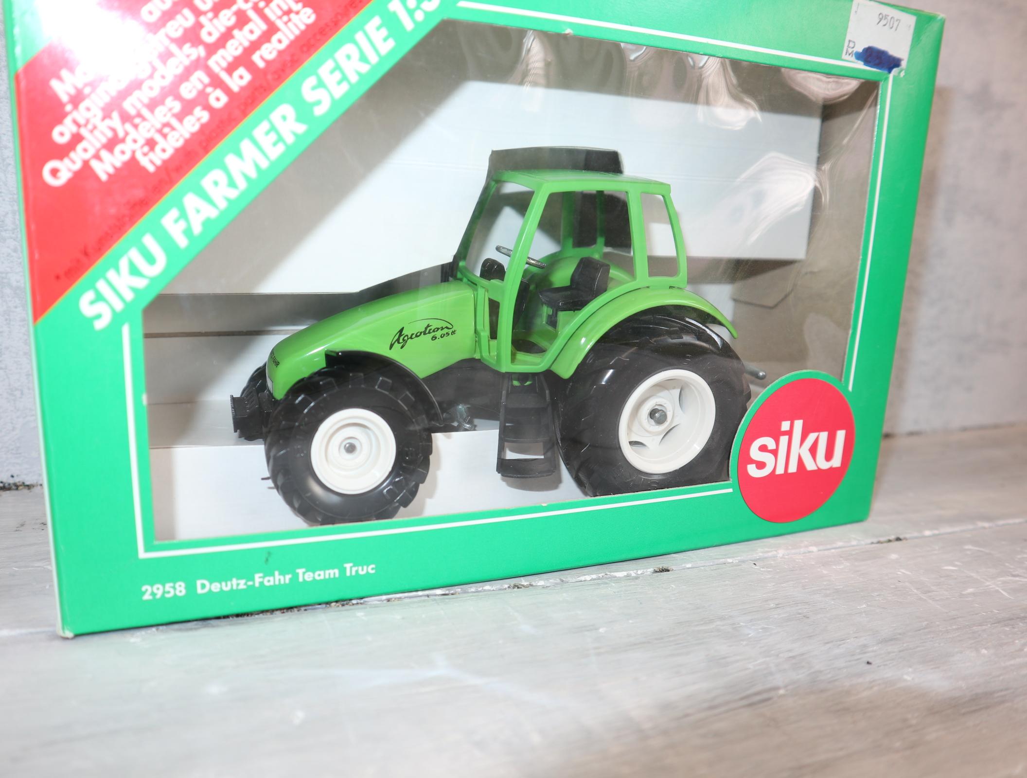 Siku 2958 1:32 Deutz Team Truc Agrotron aus 1995