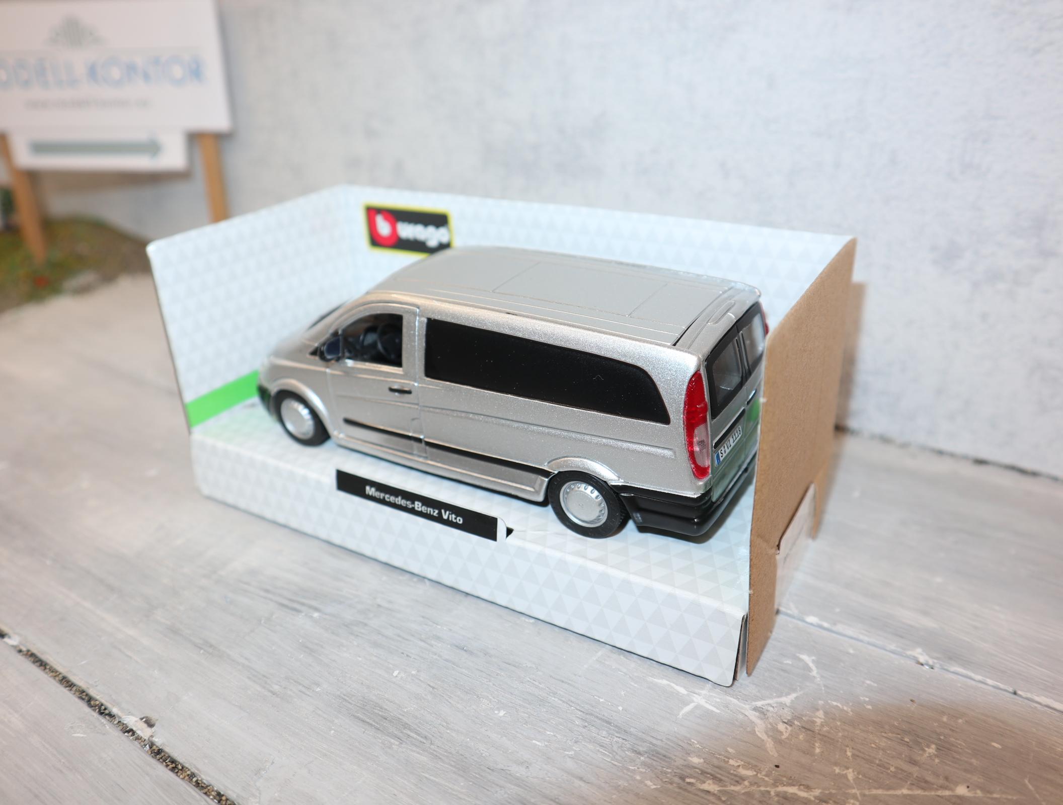 Bburago  43028 in  1:32 Mercedes-Benz VITO in silber in OVP