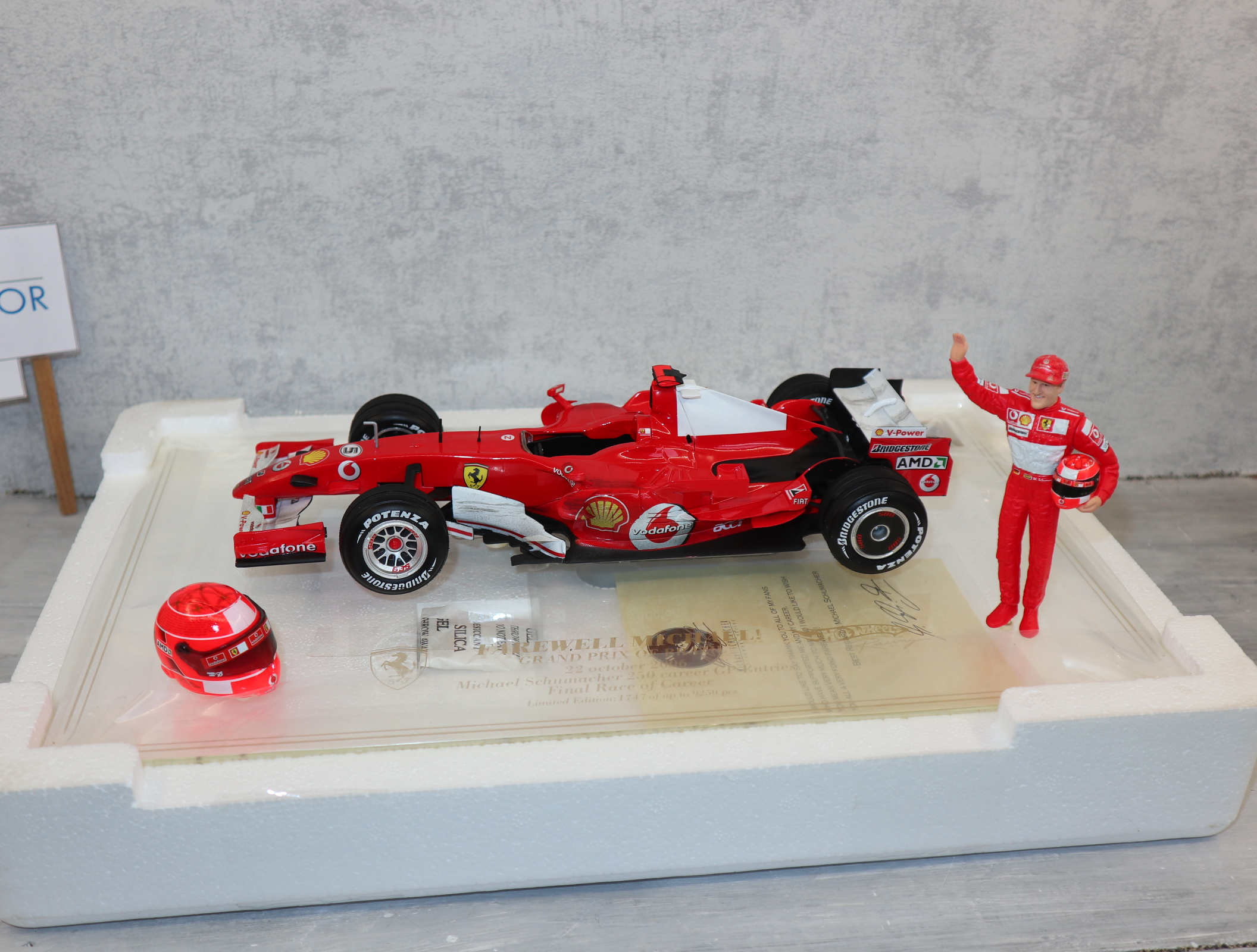 Hot Wheels J2996 1:18 Michael Schumacher Ferrari 248F1 Brasilien 21.10.06 komplett in OVP