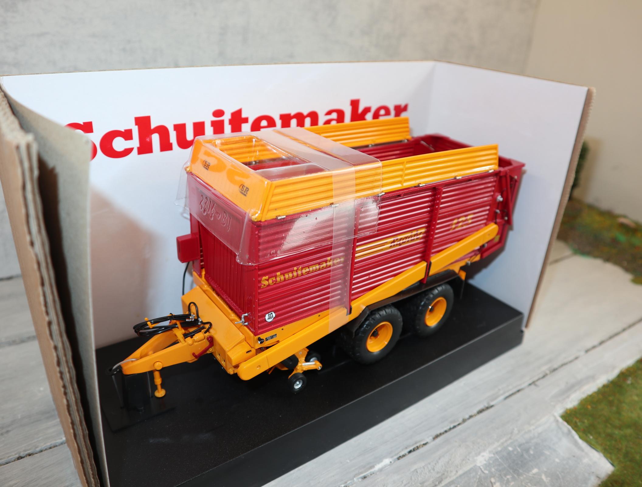 UH 2839 1:32  Sammelwagen Schuitemaker Rapide 125 neu in OVP
