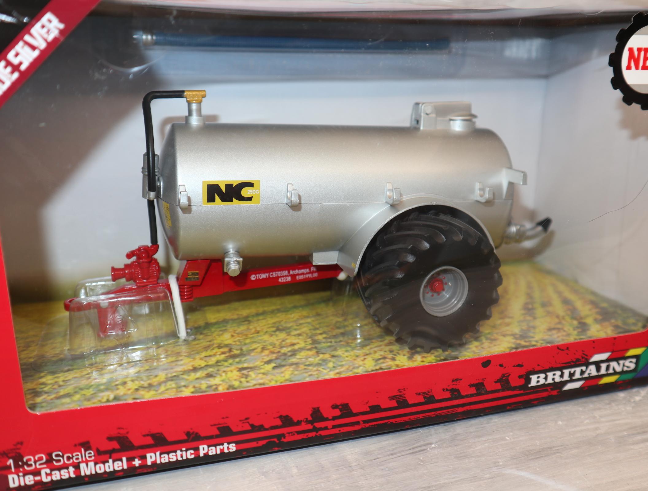 Britains 43238 1:32 NC Vakuum-Fasswagen silber Breitreifen