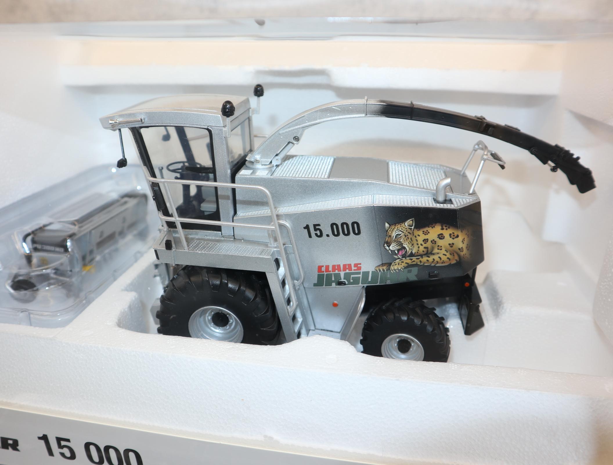 UH 02531180  in 1:32  CLAAS Jaguar 15000 + PU 300 Sondermodell 2000 Stück, NEU in OVP