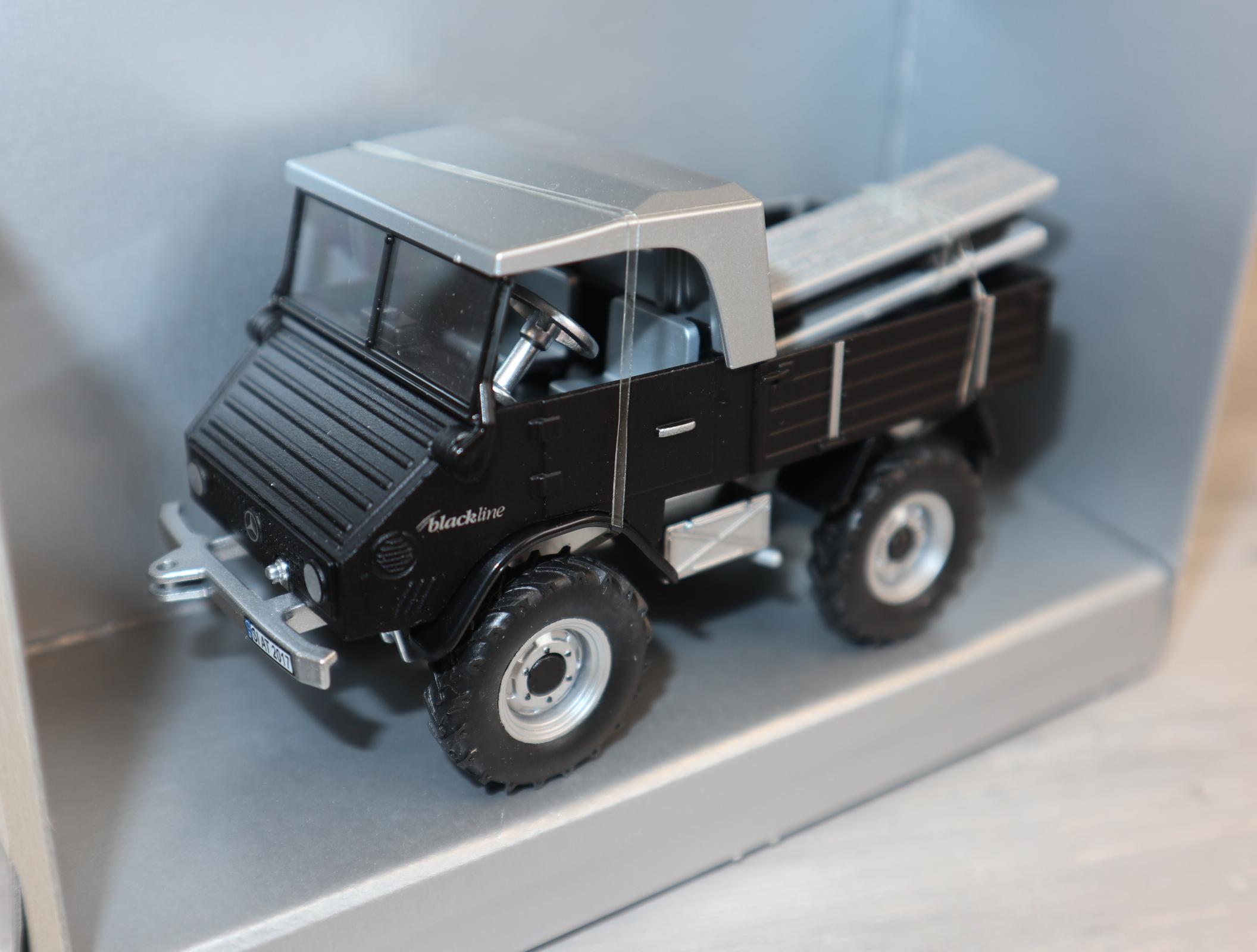 Siku 3450 in 1:32 Unimog 411 Sondermodell Blackline in OVP