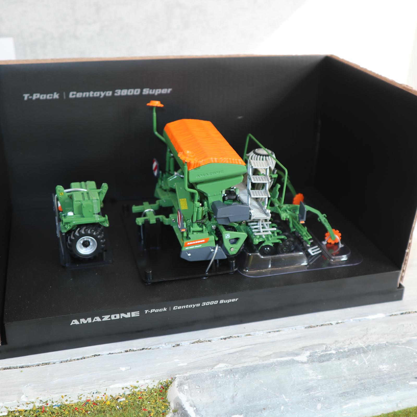 UH 5384 in 1:32  AMAZONE Centaya 3000 + T-Pack Neu in OVP