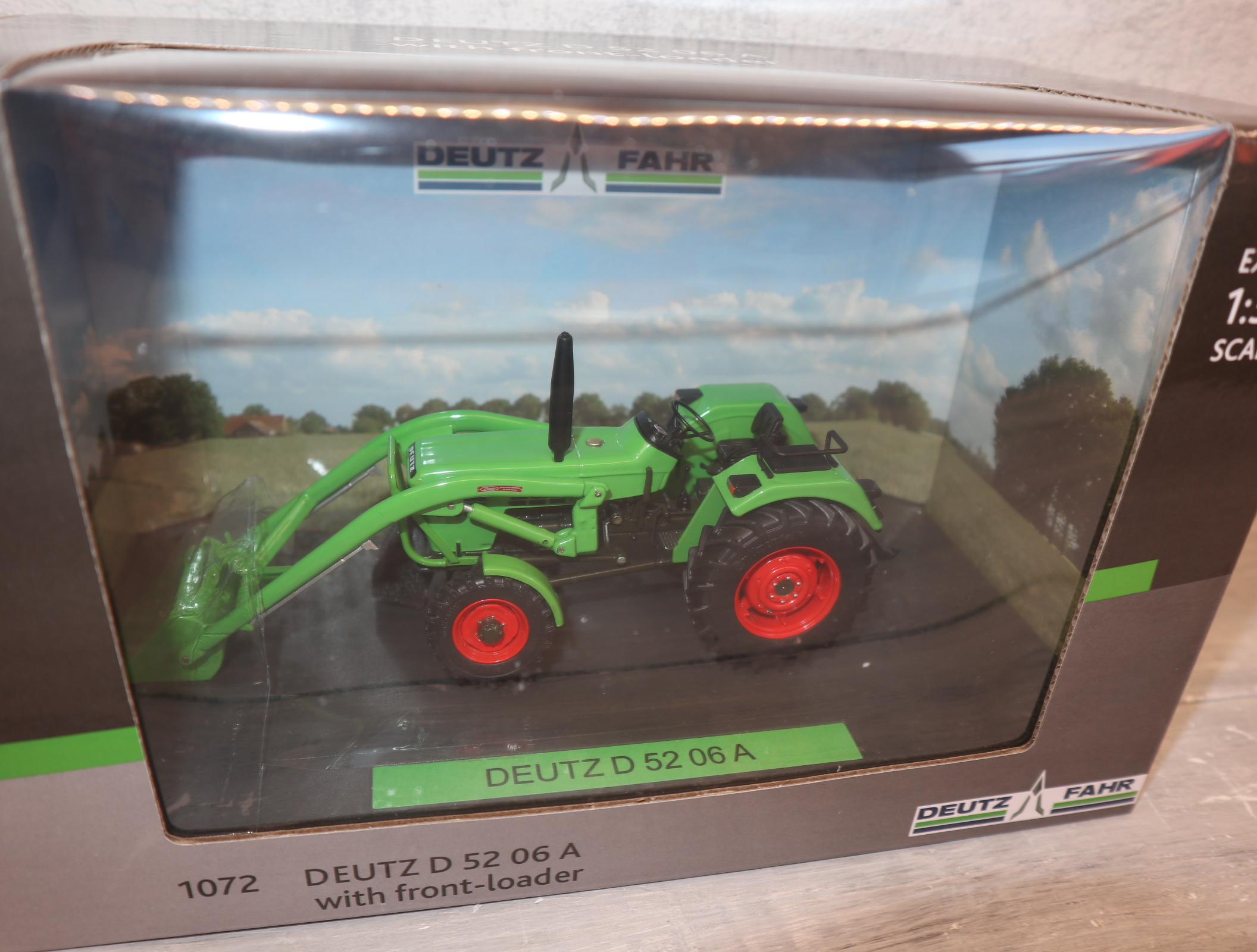 Weise Toys 1072  in 1:32 Deutz D 52 06 mit Frontlader (1974-1978) in OVP