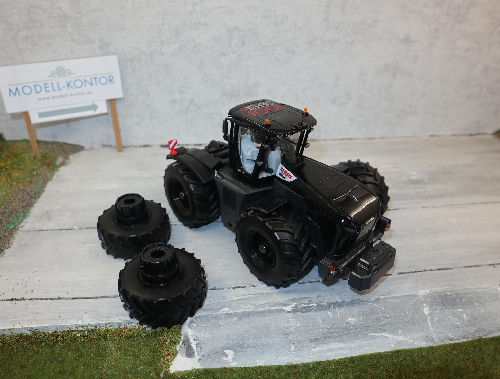 Siku 6799 in 1:32 Claas Xerion 5000 in schwarz Sondermodell direkt von Siku zum 100 Jährigen in OVP