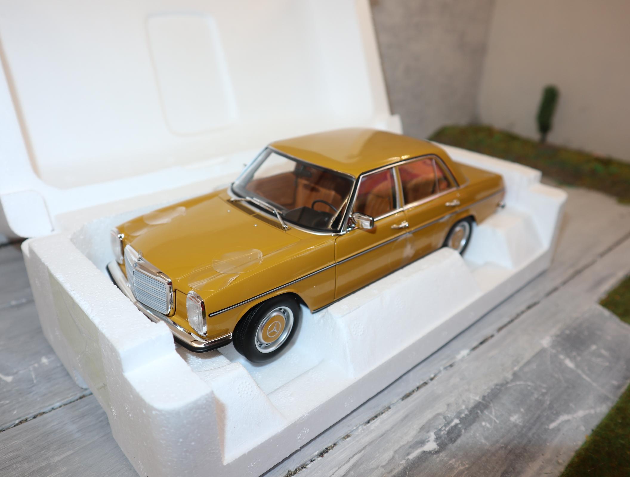 NOREV 1:18  183771 Mercedes-Benz 200/8 in Sahara-Gelb (W115) Baujahr 1973 Sondermodell 1.000 Stück