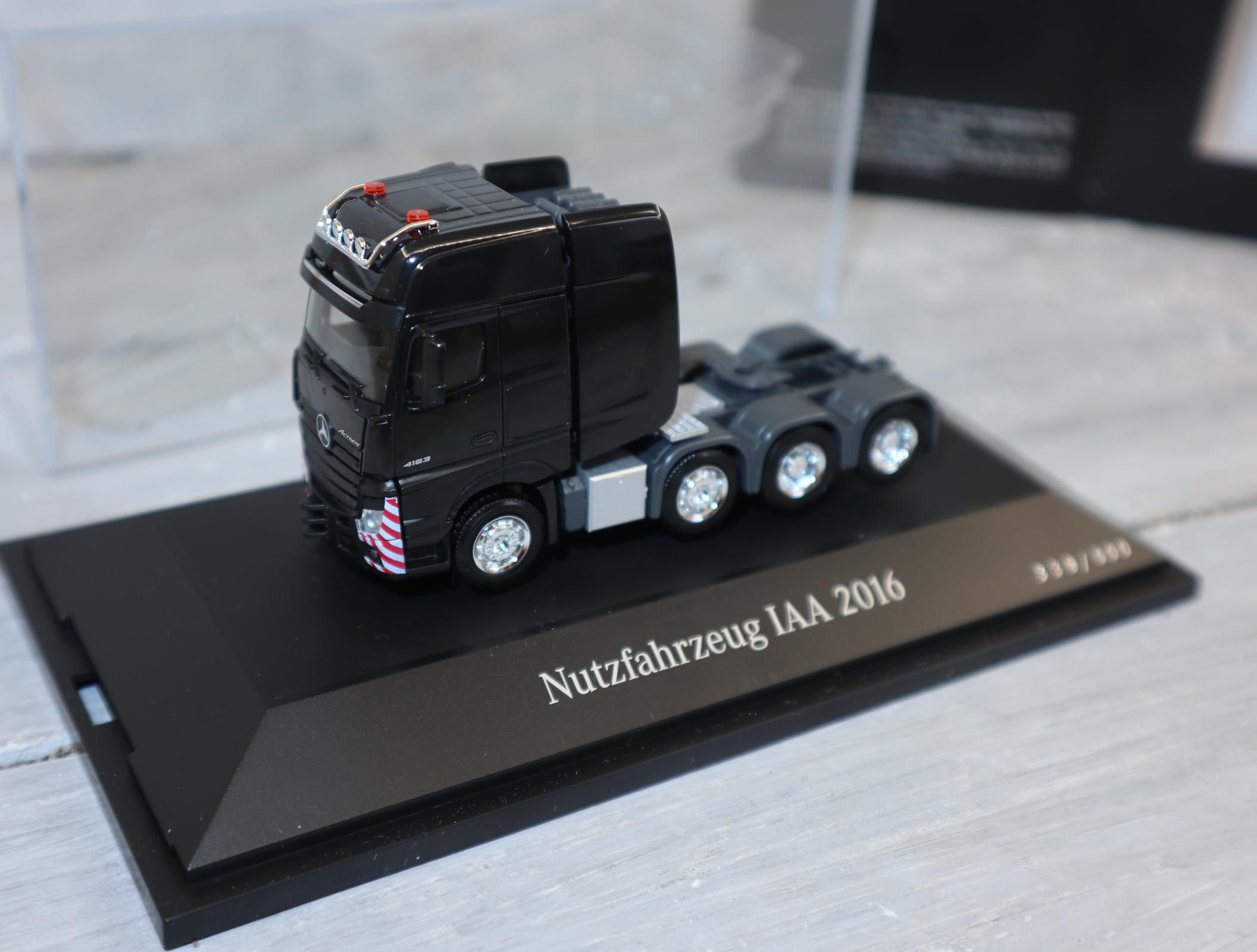 HERPA 1:87 Sondermodell 500 Stück MB ACTROS SLT schwarz zur IAA 2016, durchnummeriert, NEU in OVP