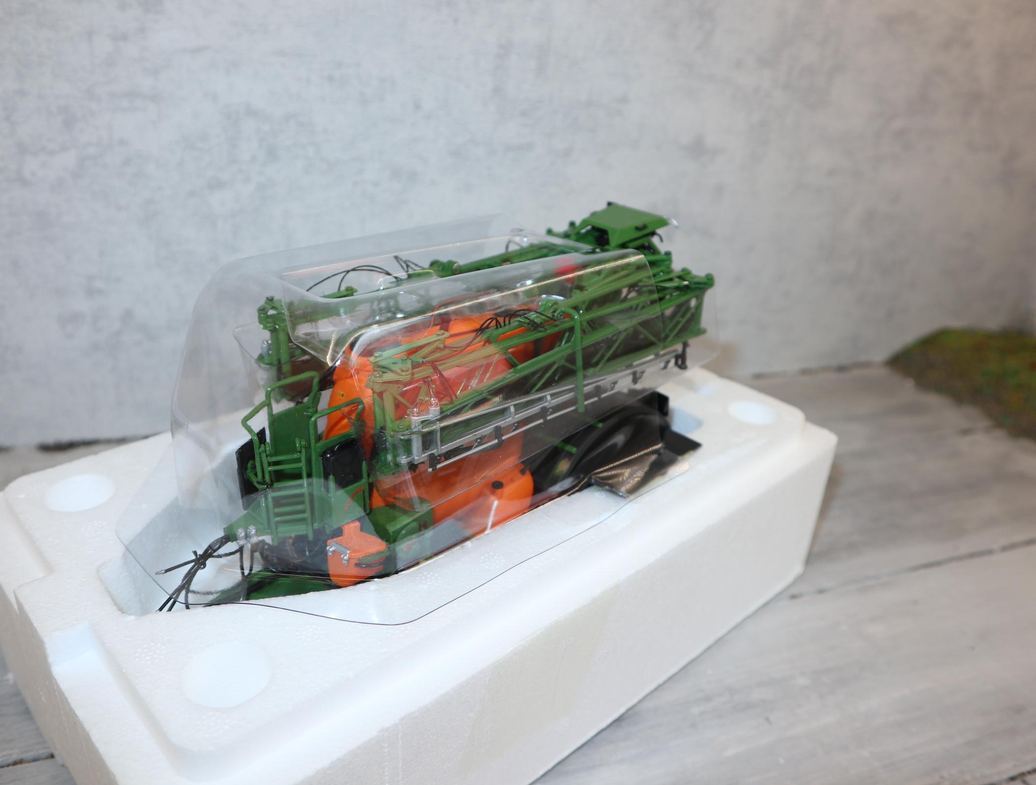 UH 2803 in 1:32 Amazone UX 5200 Sprayer in OVP