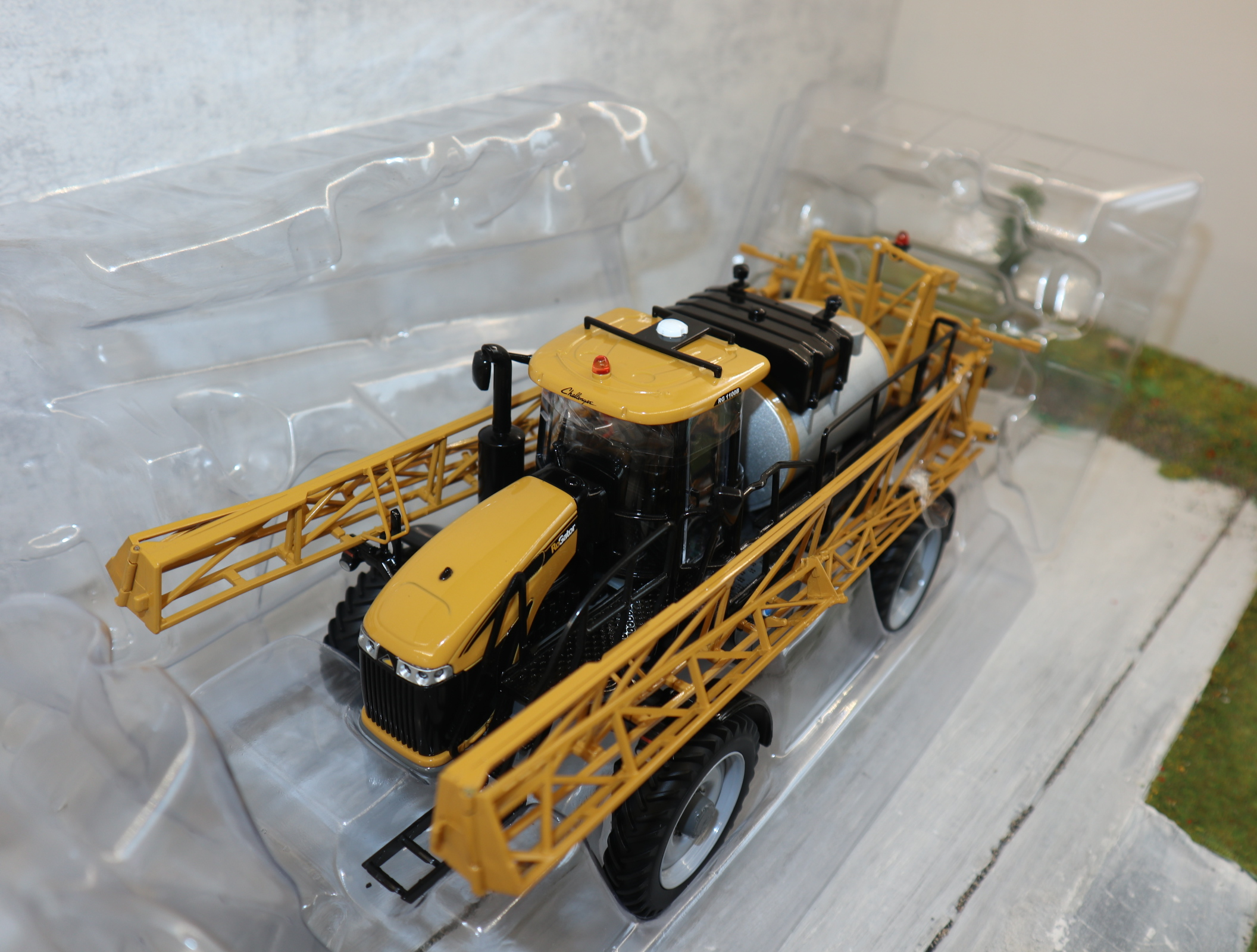USK 10623 RoGator RG1100B selbstfahrende Feldspritze