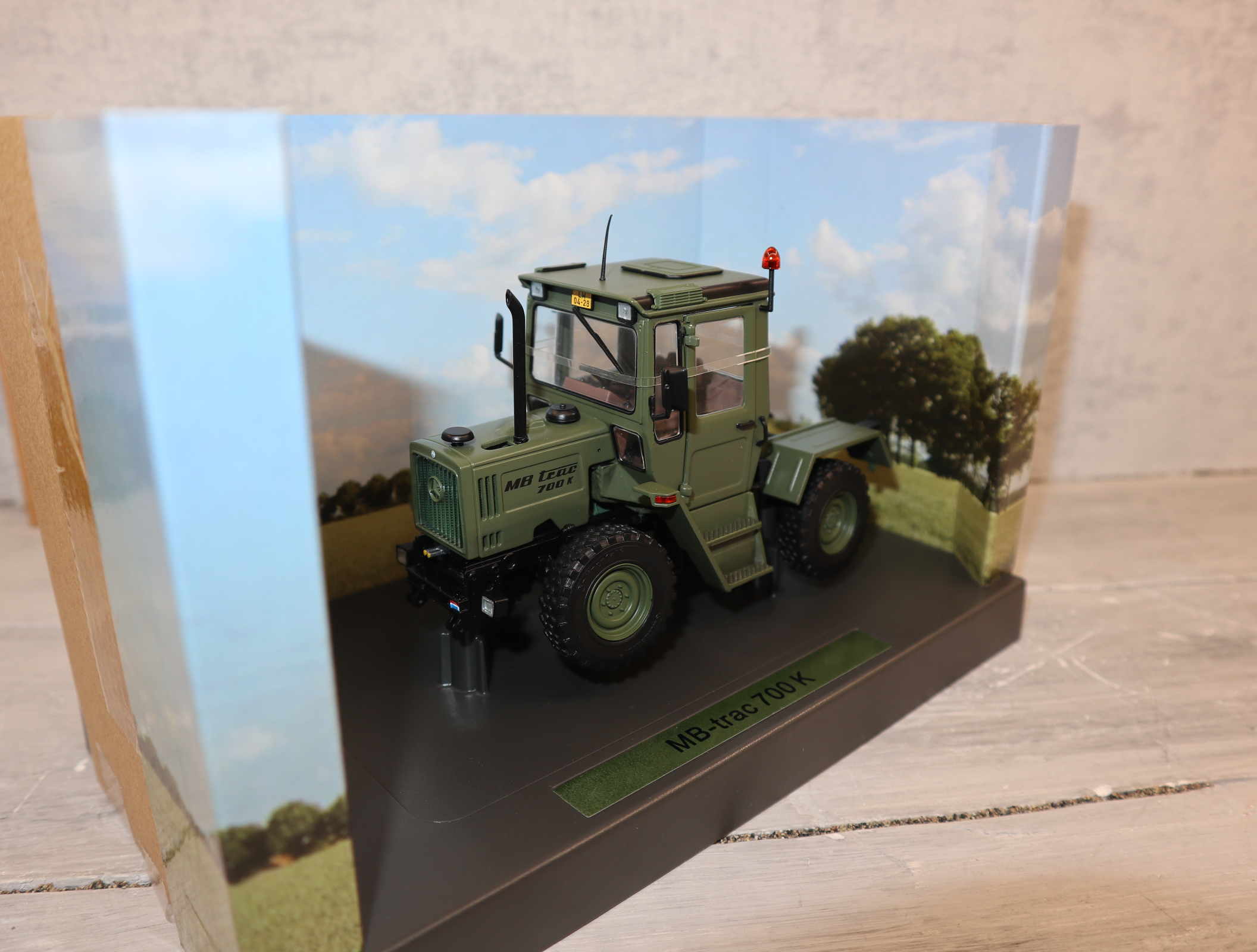 Weise Toys 2038 1:32 MB Trac 700 NL-Army oliv