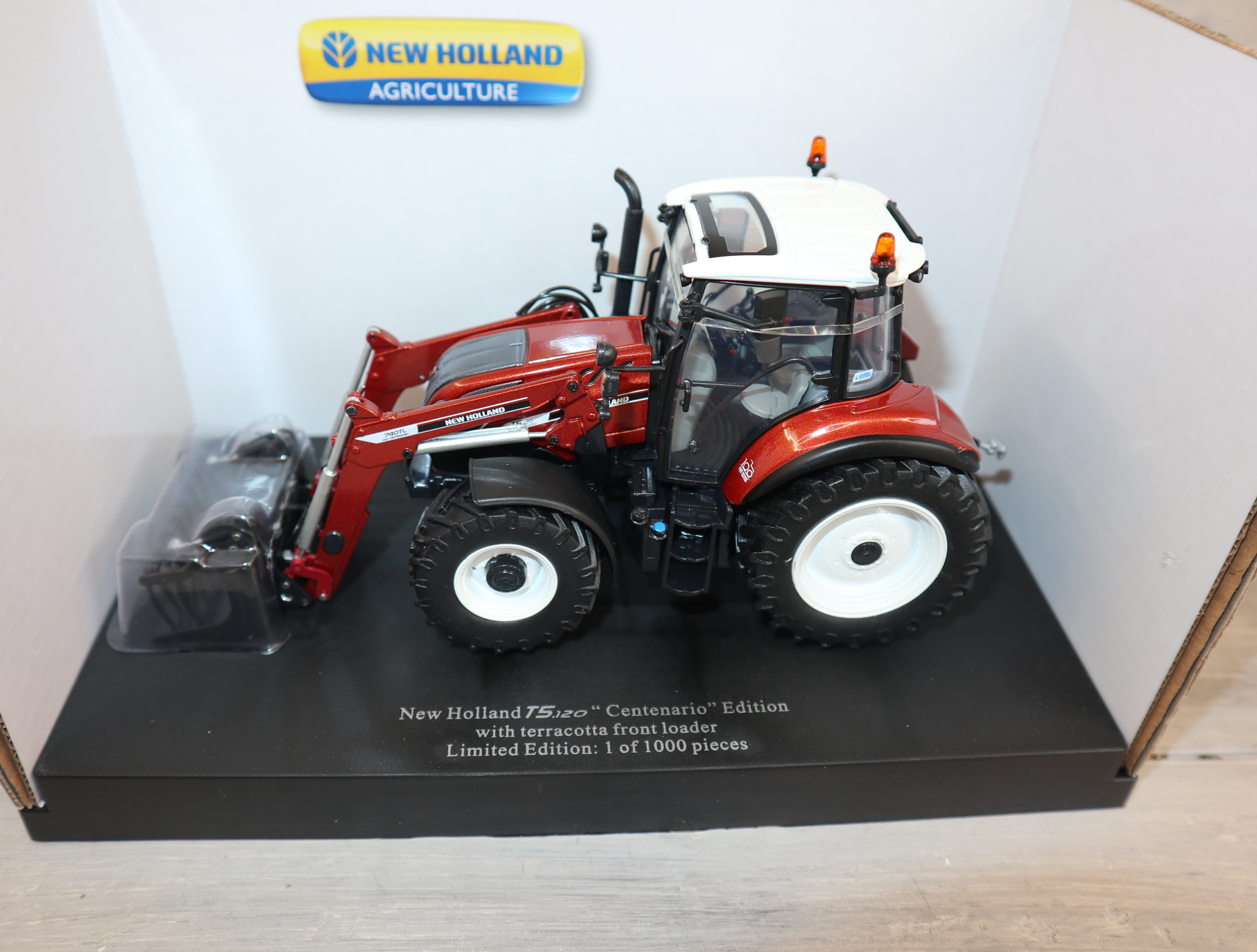 Universal Hobbies 6235 1:32 New Holland T5.120 Front Sondermodell 1000 Stück