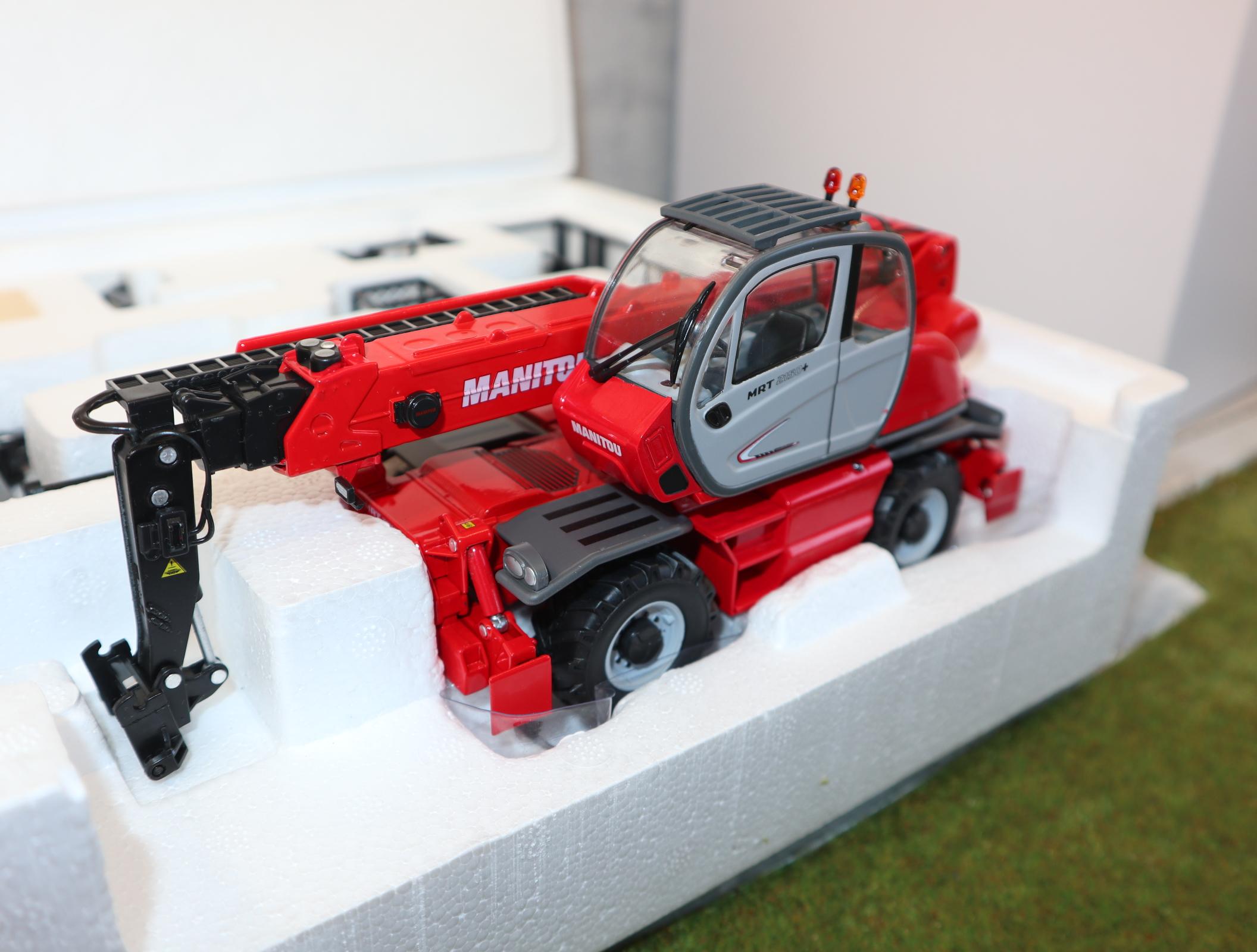 ROS  801103 in 1:32  Manitou MRT2150 Stapler mit Anbaugeräten in OVP