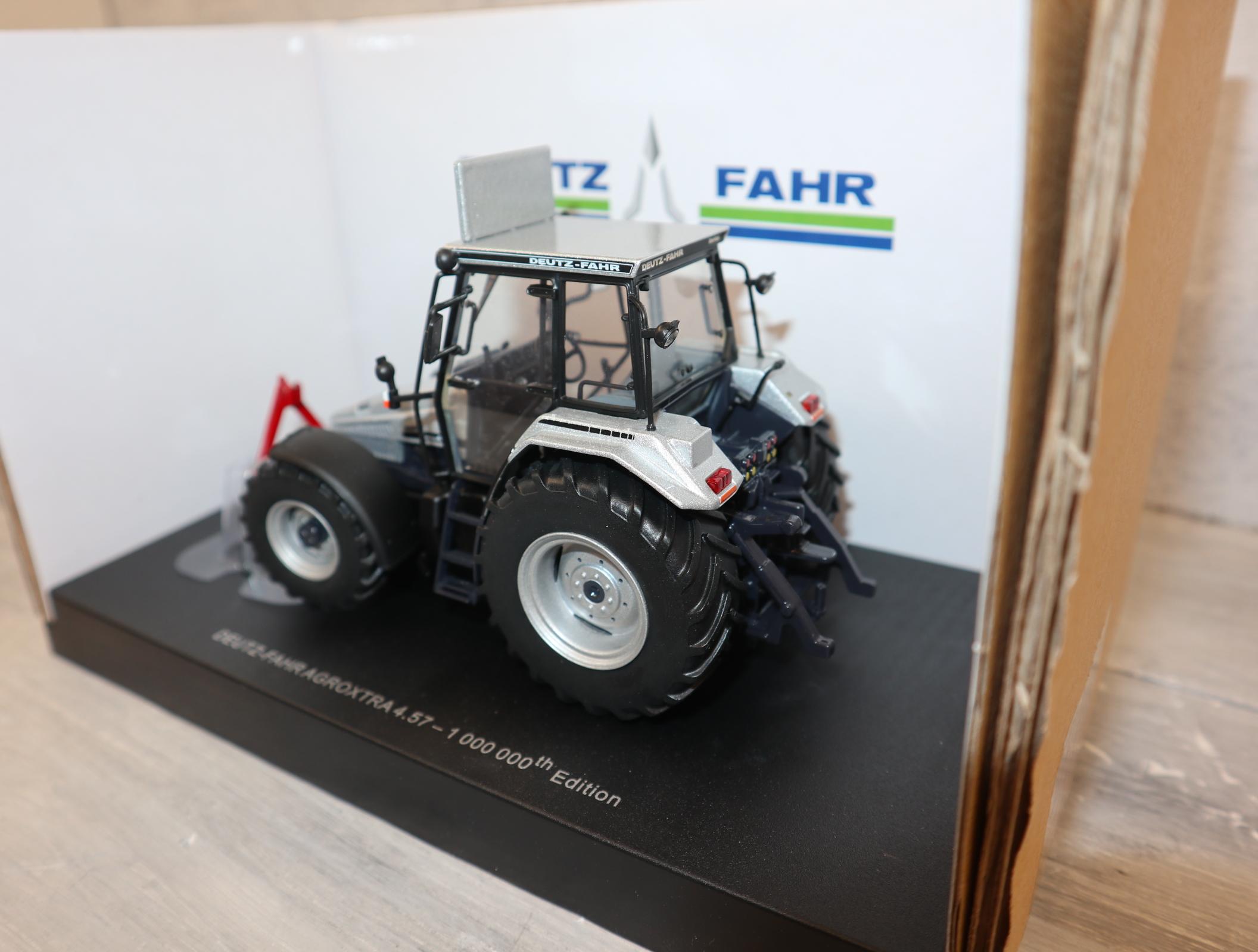 Universal Hobbies 4929 DEUTZ-FAHR AgroXtra Limited Edition