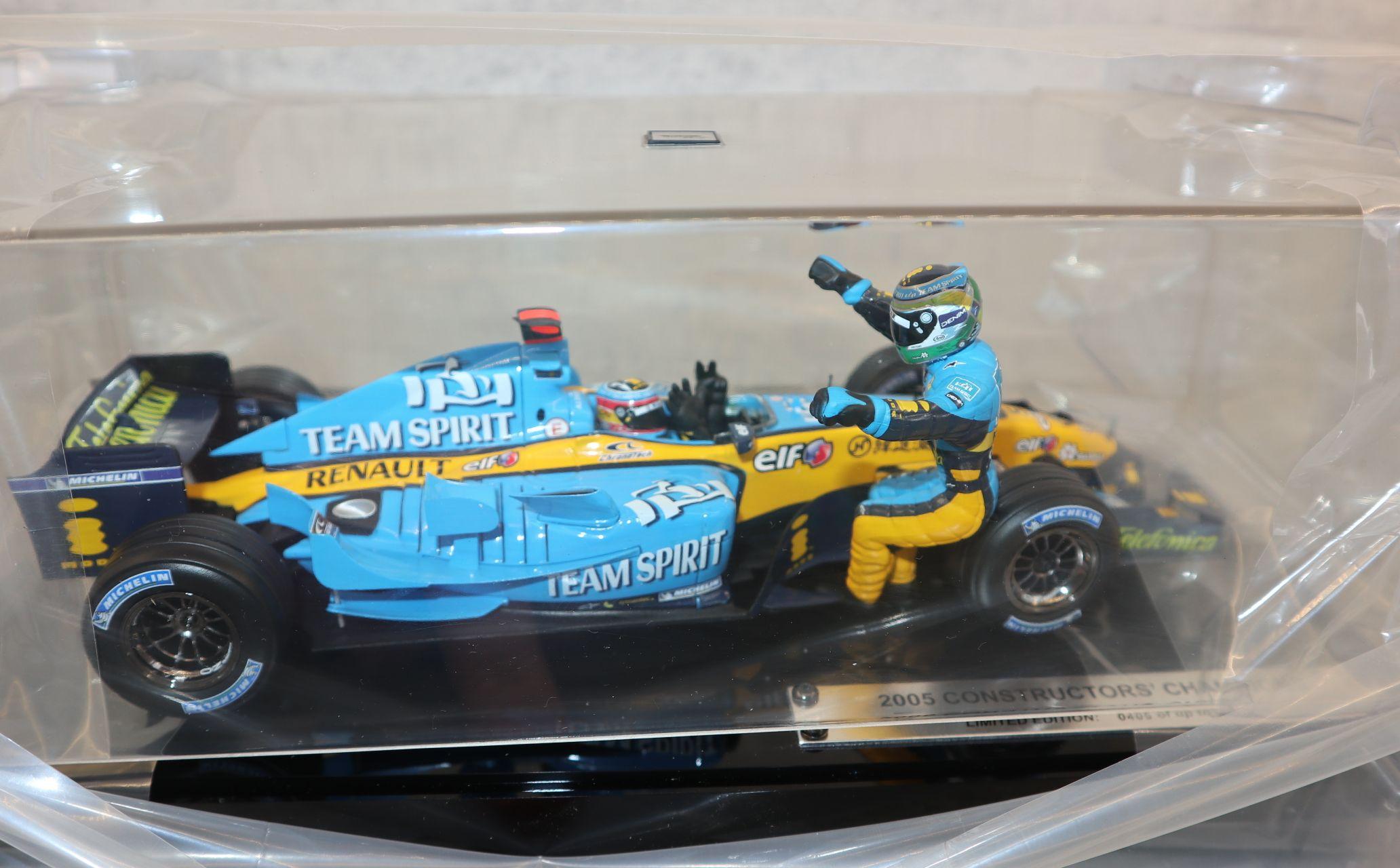 Hot Wheels G9754 1:18 Shanghai Intl Circuit 16.10.05, Shanghai WM Renault Edition OVP